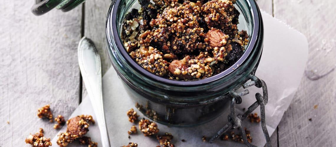 Quinoa-Granola mit Nüssen und Kernen