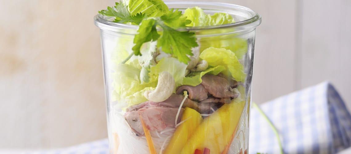 Thai-Salat mit Mango und Roastbeef
