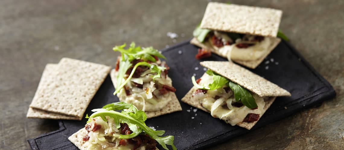 Cracker-Wiches mit Cashew-Käse-Creme