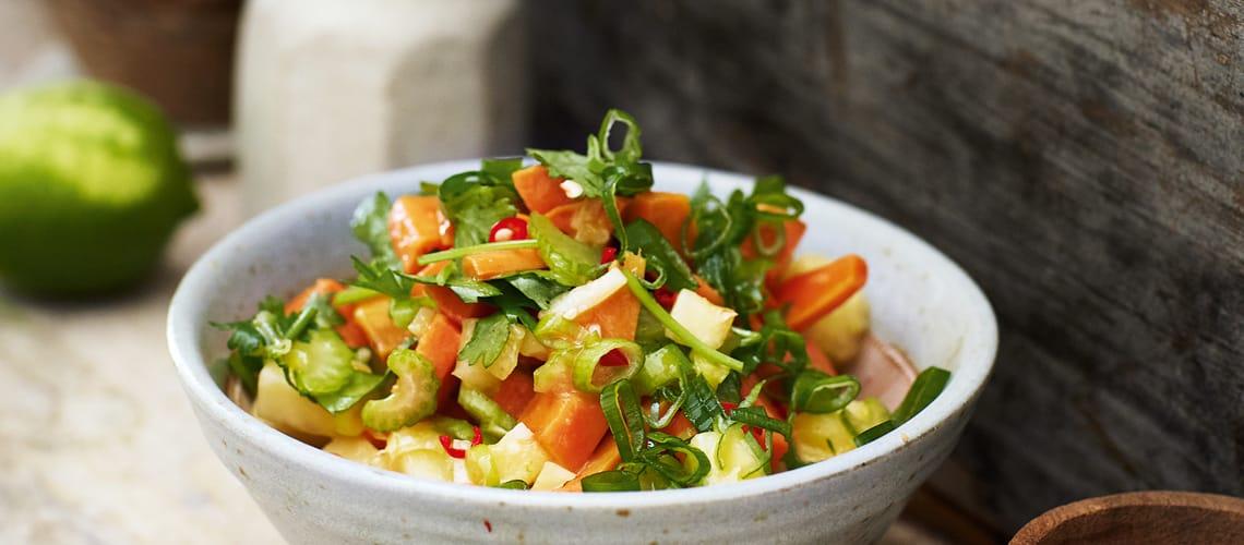 Süßkartoffel-Ananas-Salat mit Erdnuss-Chili-Dressing