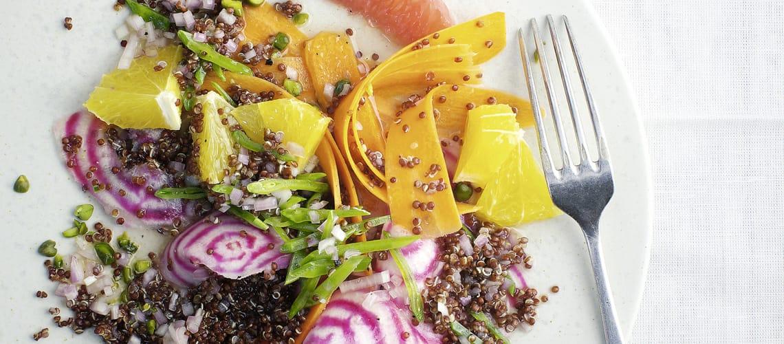 Quinoasalat mit Zuckerschoten und Zitrusfrüchten