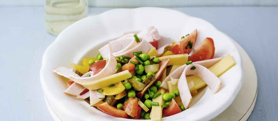 Farbiger Käse-Wurst-Salat