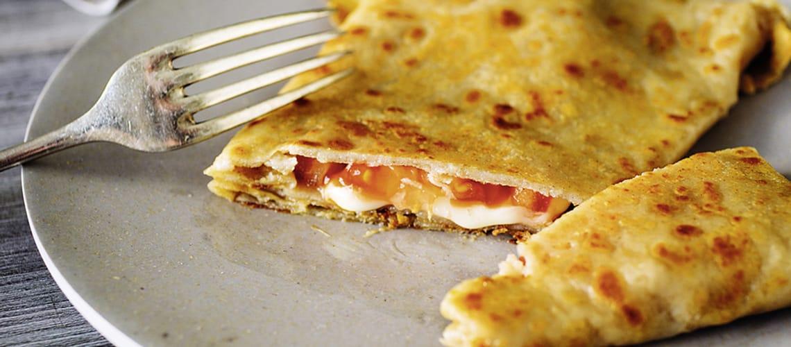 Buchweizencrêpes mit Tomaten-Käse-Füllung