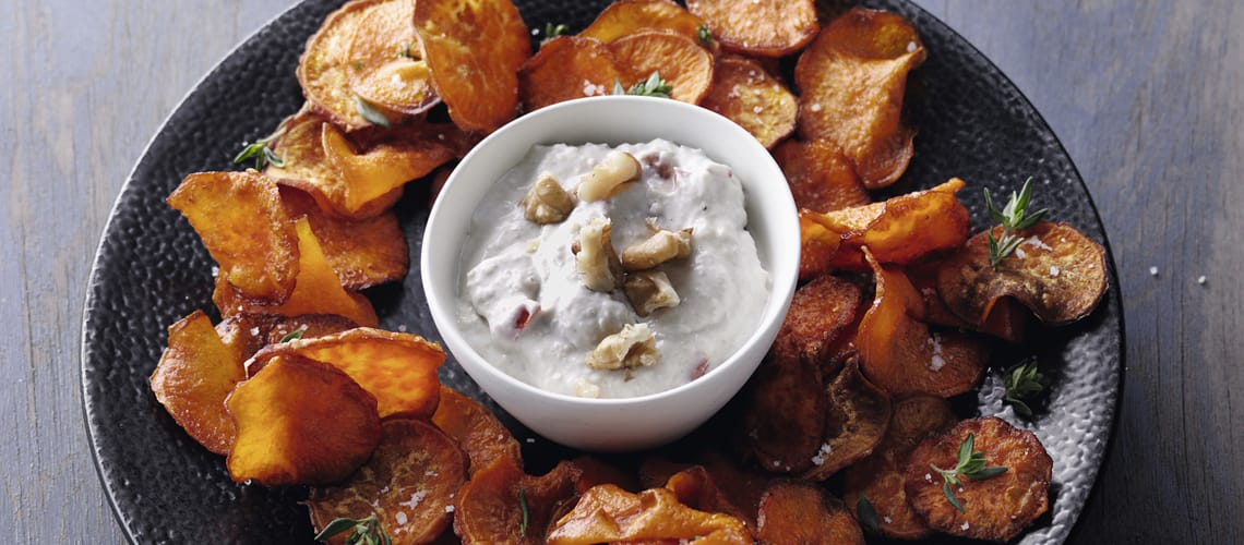 Süßkartoffelchips mit geröstetem Walnuss-Dip