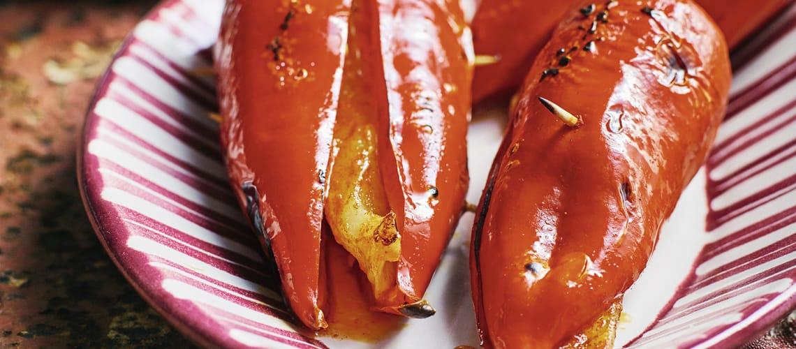 Scharfe Chili-Poppers mit Rahmdip