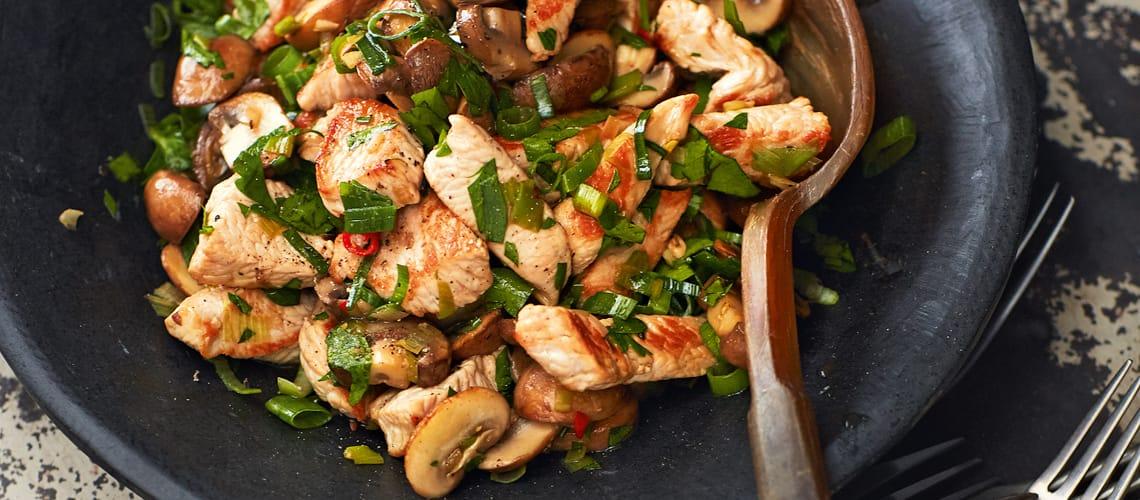 Pilzsalat mit Putenbruststreifen