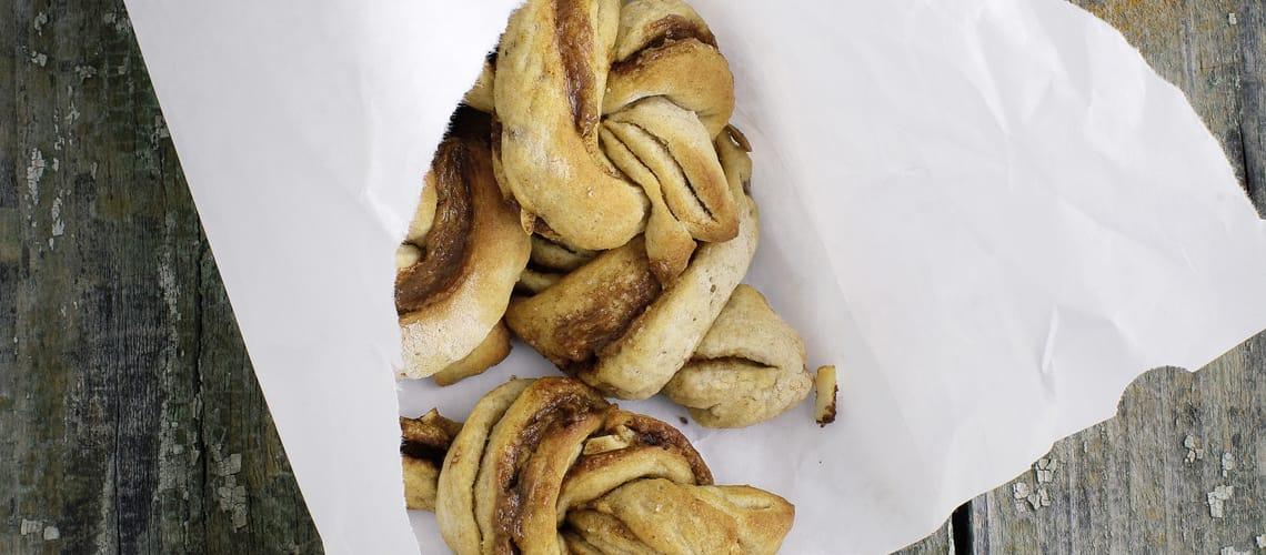 Vegane Zimtschnecken mit Kardamom und Mandeln