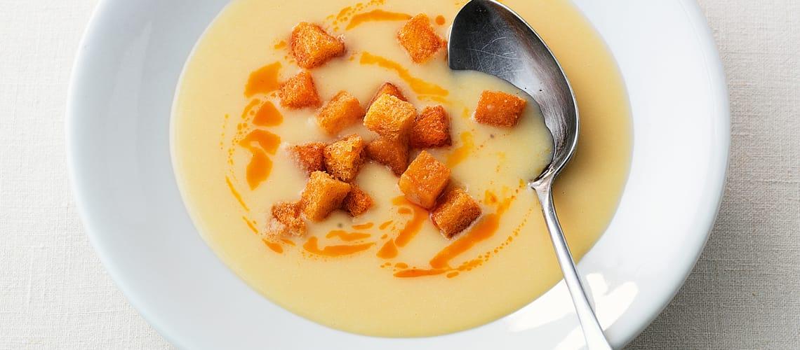 Kartoffelsuppe mit Paprika-Croûtons