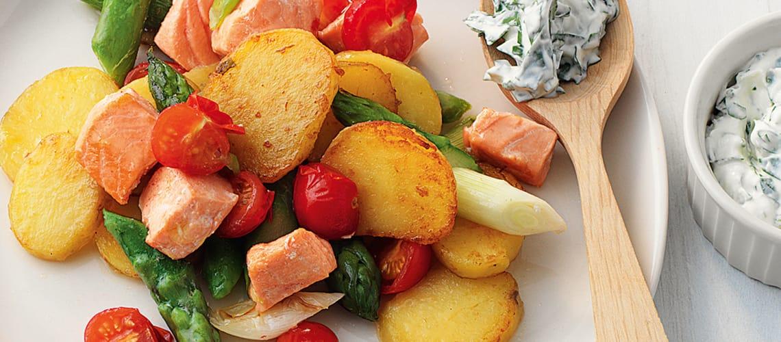 Kartoffelpfanne mit Lachs und Spargel