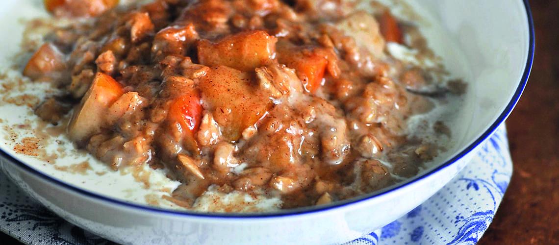 Quinoa-Brei mit Apfelwürfeln