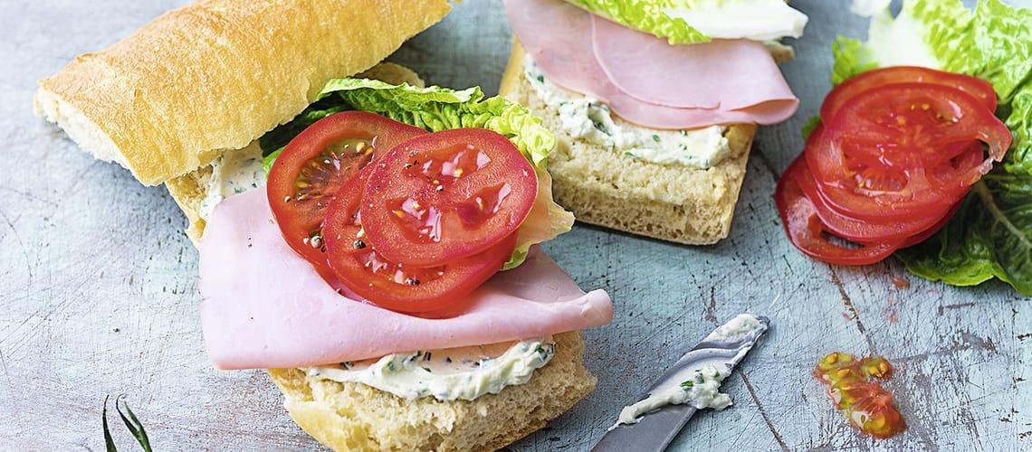 Sandwich mit Schinken-Aufstrich und Kresse