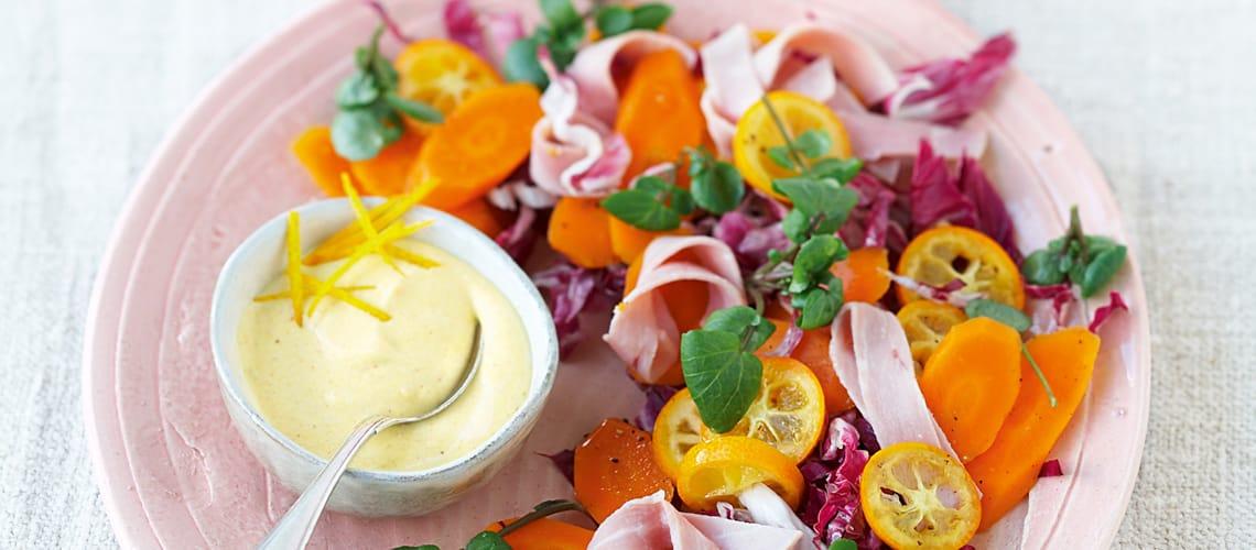 Radicchio mit Kumquat-Möhren und Safran-Frischkäse-Dip
