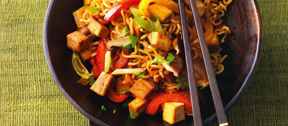 Gemüse-Nudeln mit Tofu