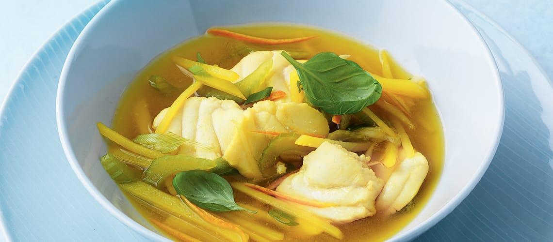 Kartoffel-Safran-Suppe mit Seeteufel