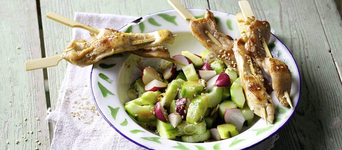 Saté-Spieße mit Chilisalat