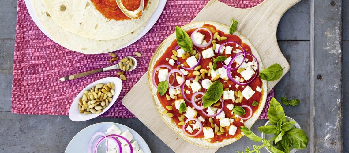Schnelle Feta-Ajvar-Pizza